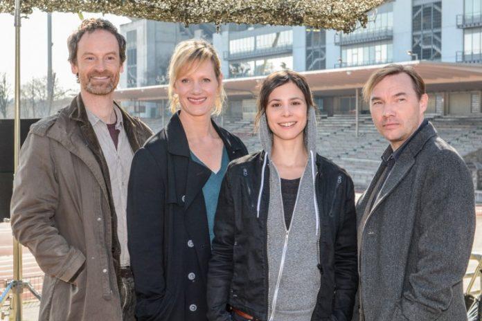 Von links: Jörg Hartmann (Rolle: Peter Faber), Anna Schudt (Martina Bönisch), Aylin Tezel (Nora Dalay) und Thomas Arnold (Jonas Zander). Bild: Dortmund-Agentur / Roland Gorecki