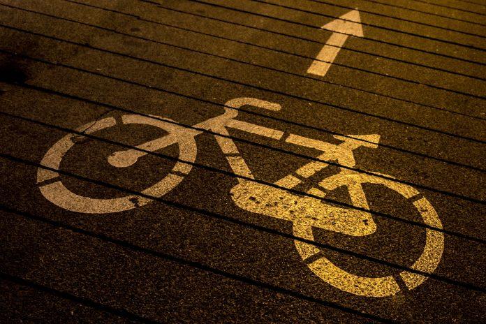 Symbolbild: Radweg (pixabay/manolofranco)