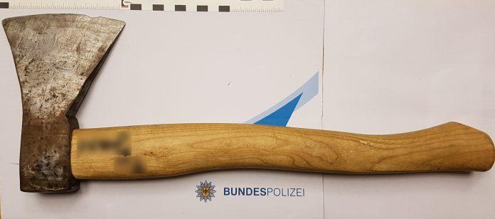 Sichergestellte Axt Foto: Bundespolizei