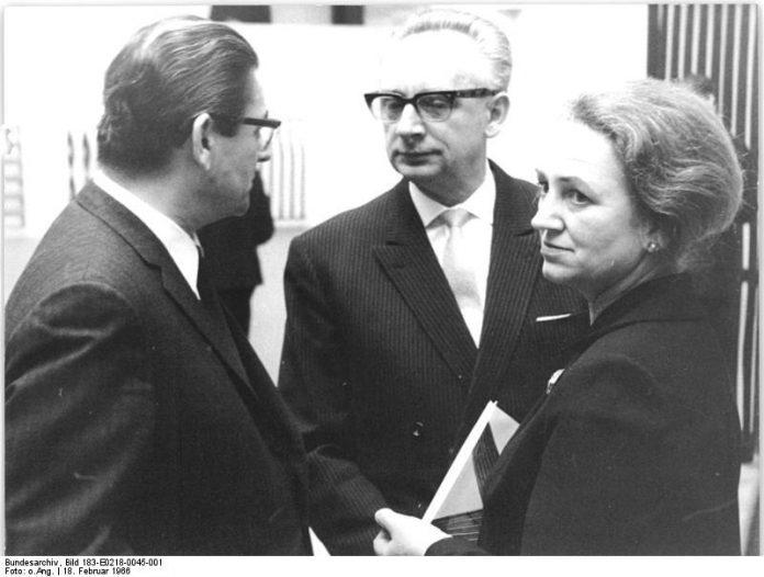 File:Bundesarchiv Bild 183-E0218-0045-001, Dortmund, Fritz Kühn, Dietrich Keuning, Frau Kühn
