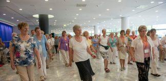 Aktive Mittagspause: Der 12. Deutsche Seniorentag bietet vielfältige Mitmachaktionen. Bild: BAGSO e.V. / Hemmerich