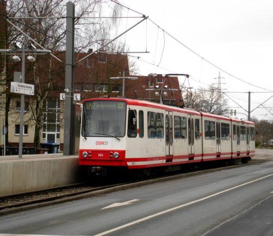 Dortmund: Stadtbahnlinie U47 nach Dortmund-Aplerbeck an der Haltetstelle Dortmund-Huckarde Abzweig.(4.1.2014) / Quelle: Alex 05.01.2014 - http://www.bahnbilder.de/bild/deutschland~stadtbahnen-und-u-bahnen~stadtbahn-dortmund-hier-nur-hochflur-stadtbahnen/751486/dortmund-stadtbahnlinie-u47-nach-dortmund-aplerbeck-an.html
